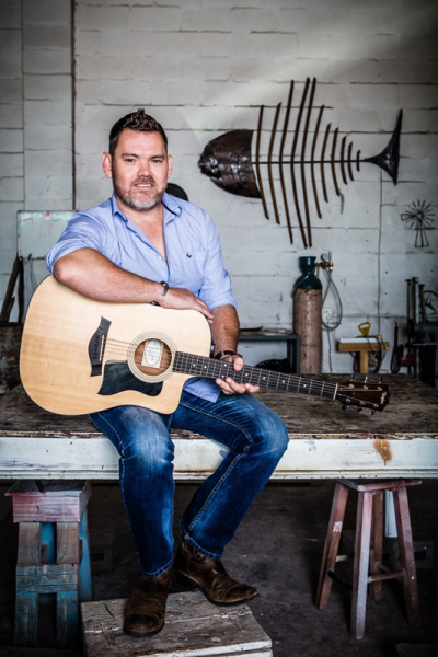 Wynand Strydom Nr. 1 on iTunes Top 10 with 'SKIELIK IS JY VRY!'