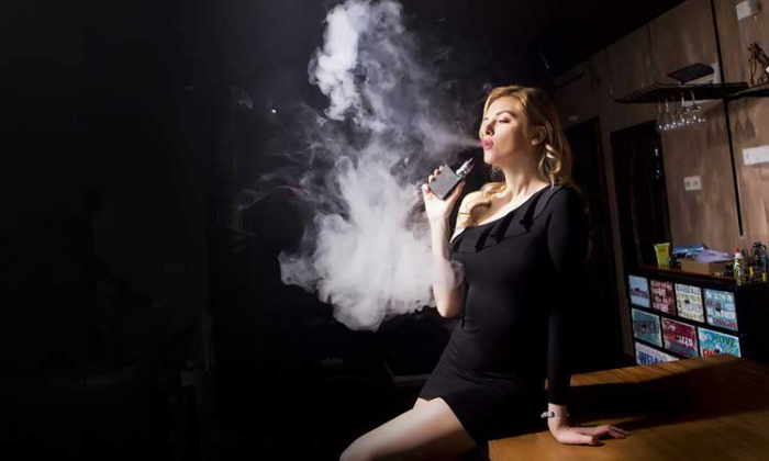 Famous Female Celebrities Who Use Vape