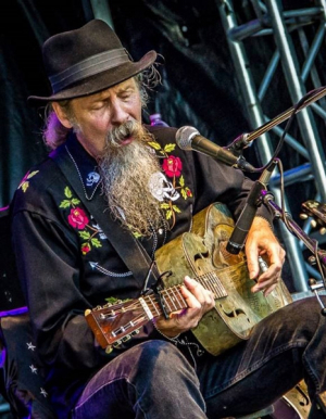 Doc Maclean returns with the Cross Bones Blues Tour